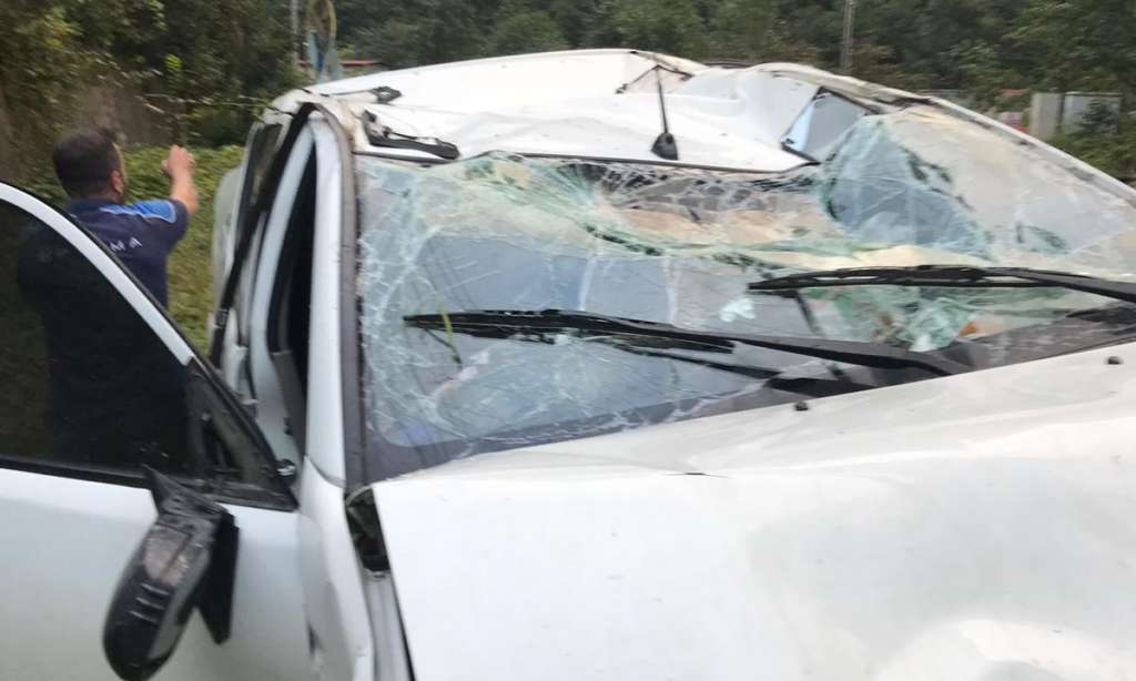 Dernekpazarı Çaykara yolunda trafik kazası 7