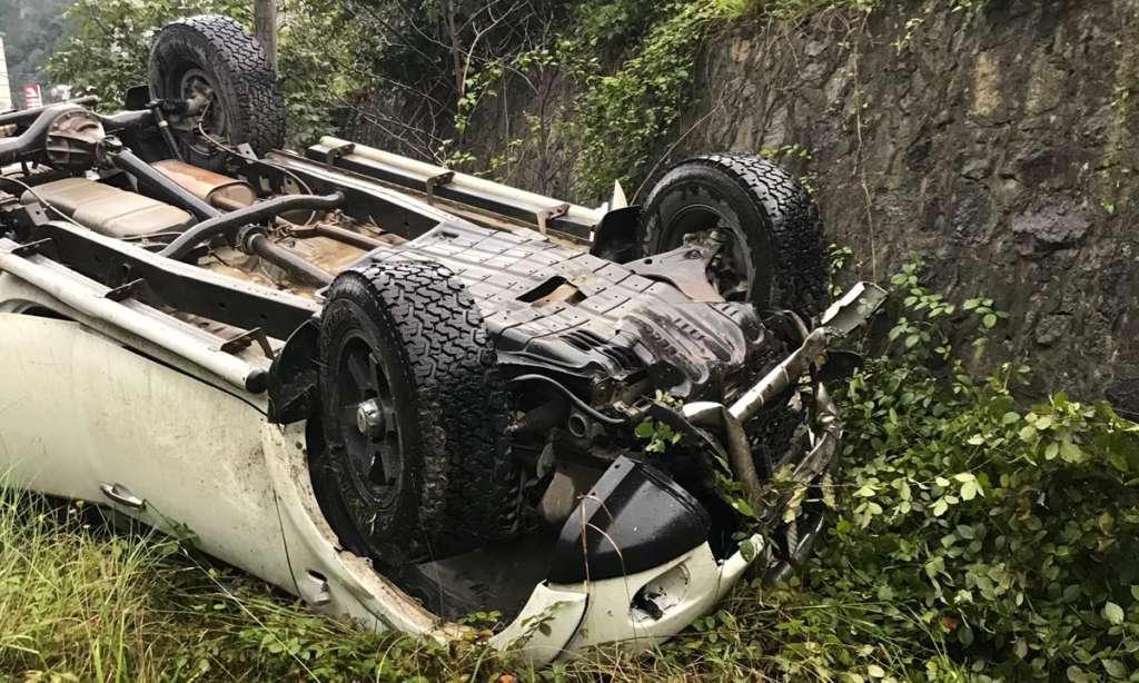 Dernekpazarı Çaykara yolunda trafik kazası 4