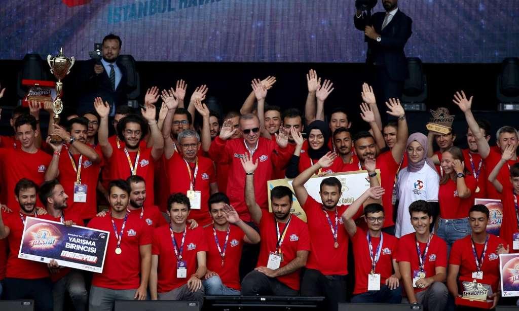 Teyyare Fatihlerinde Çaykaralı Lütfü Kurt'un öğrencileri Türkiye birincisi 3