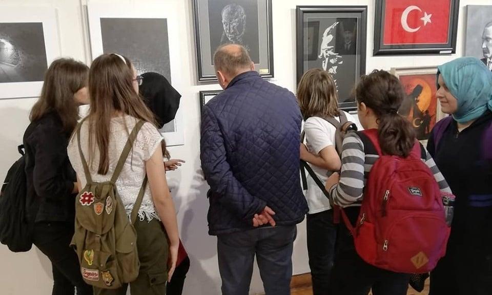 Cumhuriyet sanat  sergisi İl kültür müdürlüğünde açıldı 2