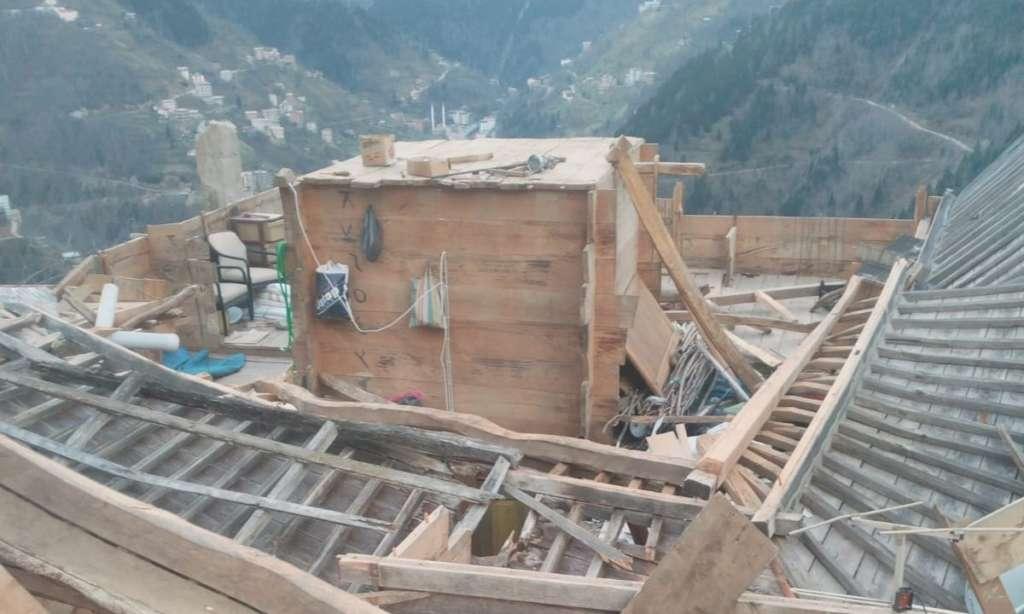 Çaykara'da fırtına çatıları uçurdu 3