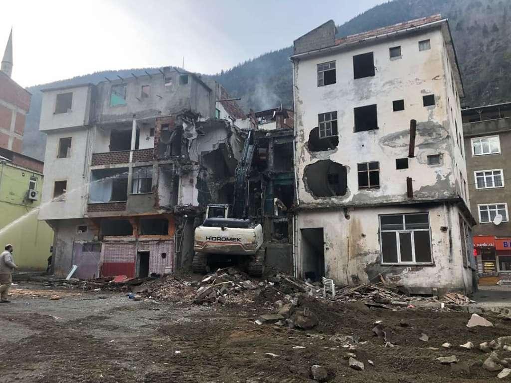 Çaykara'da yıkımlar başladı! 3