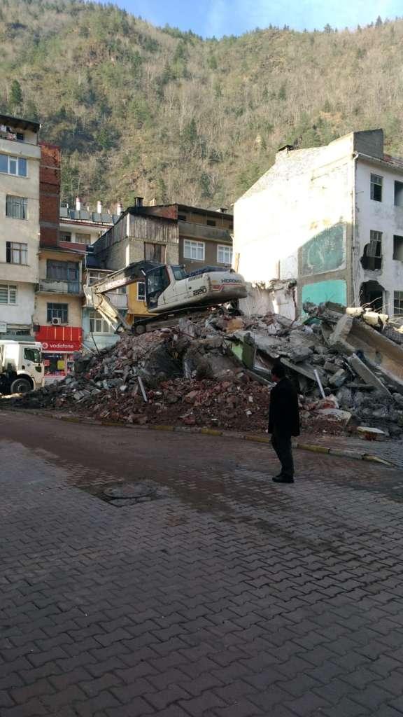 Çaykara'da yıkımlar başladı! 4