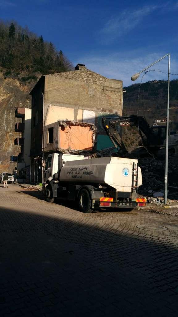 Çaykara'da yıkımlar başladı! 5