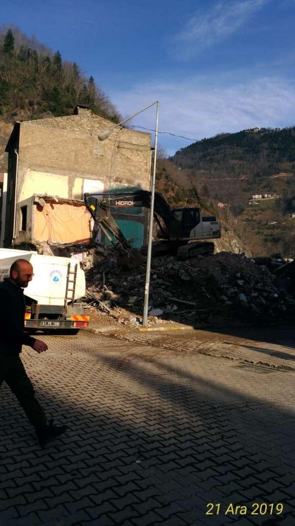 Çaykara'da yıkımlar başladı! 7