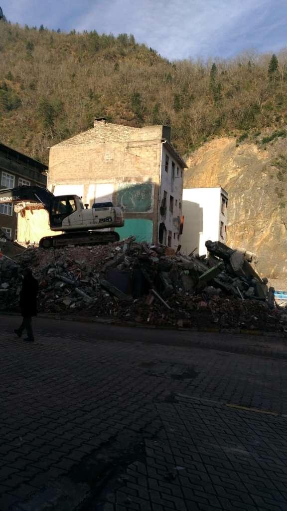 Çaykara'da yıkımlar başladı! 9