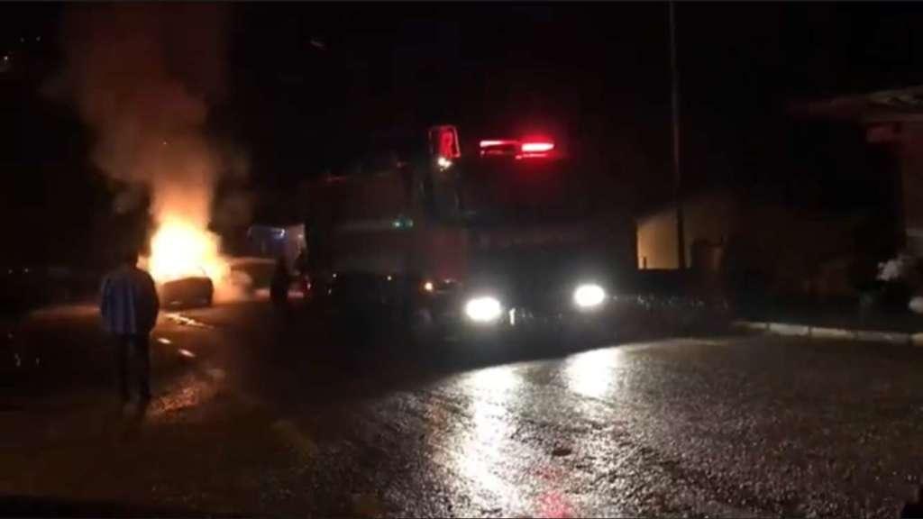 Çaykara'da bir araç alev alev yandı