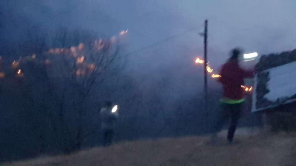 Holo'da iki gündür ormanlar yanıyor! 1