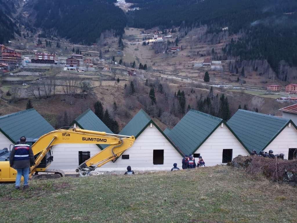 Uzungöl'de ilk binalar yıkıldı 2