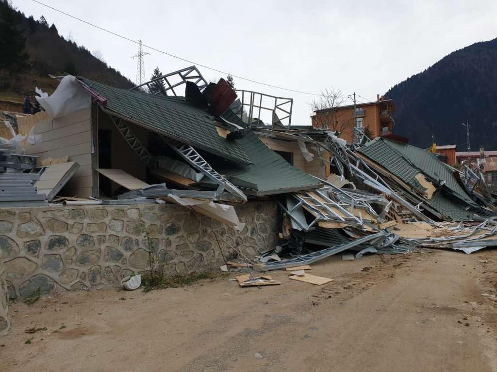 Uzungöl'de ilk binalar yıkıldı 4