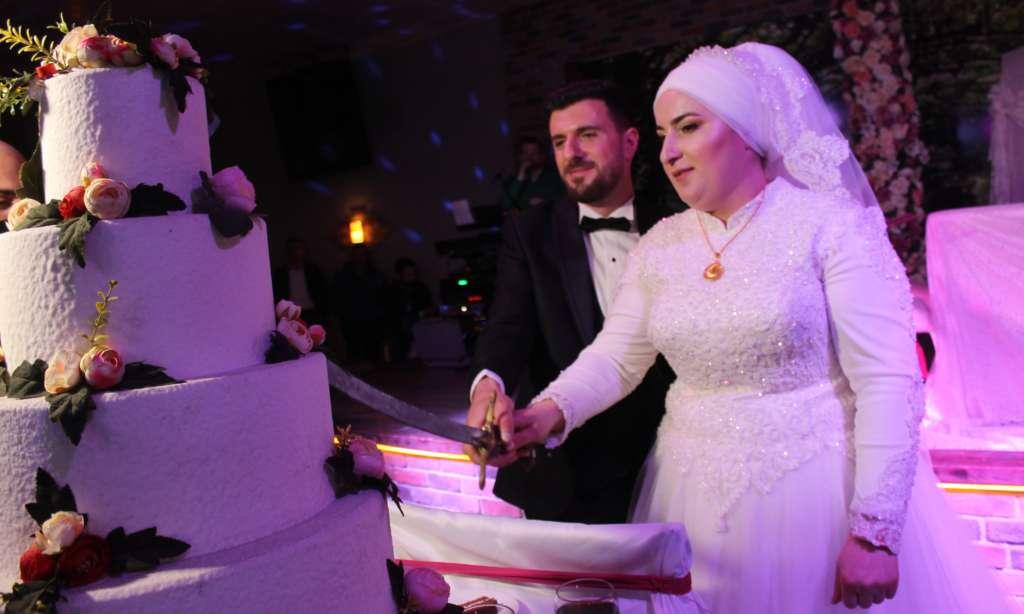 Derya ile Gökhan muhteşem düğün töreni ile hayatlarını birleştirdiler 9