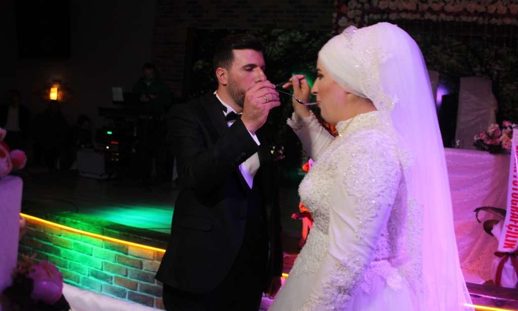 Derya ile Gökhan muhteşem düğün töreni ile hayatlarını birleştirdiler 2