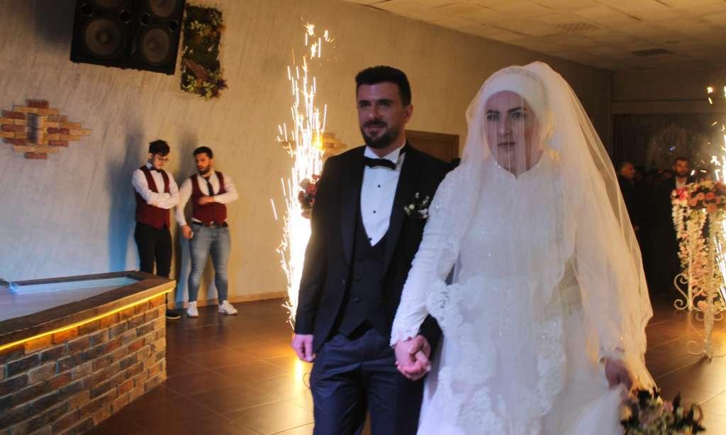 Derya ile Gökhan muhteşem düğün töreni ile hayatlarını birleştirdiler 3