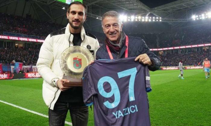 Trabzonspor'dan Yusuf Yazıcı'ya teşekkür plaketi