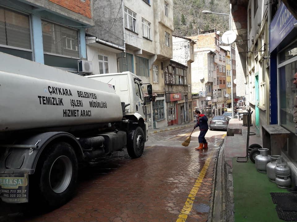 Çaykara'da Sokaklar Dezenfekte Edildi 1