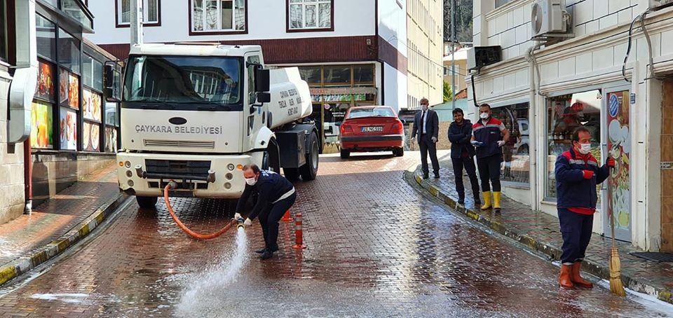 Çaykara'da Sokaklar Dezenfekte Edildi 3