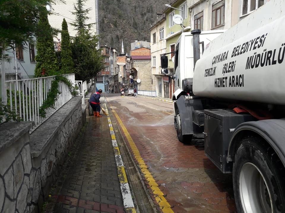 Çaykara'da Sokaklar Dezenfekte Edildi 6