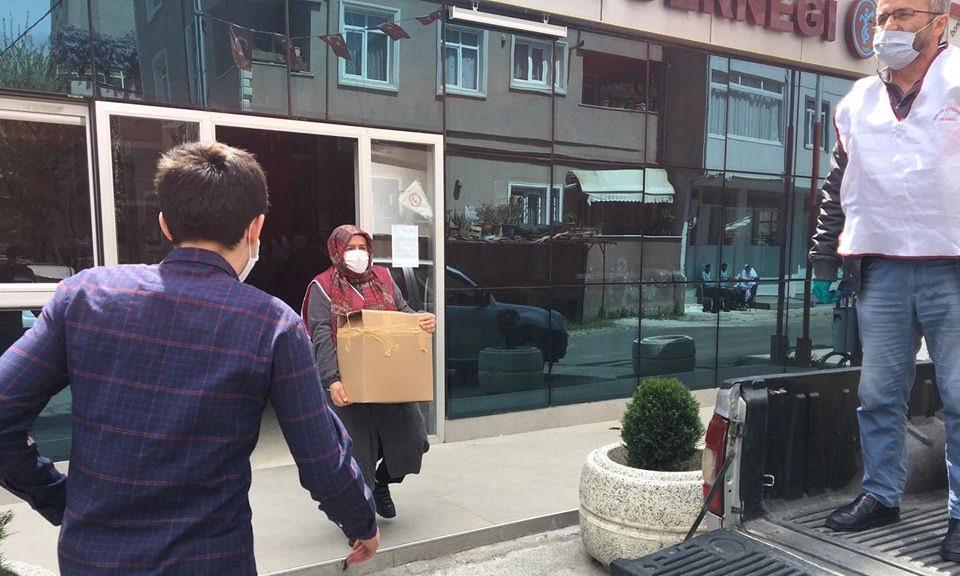 Çaykaralılar Derneği Ramazan ikram paketini ihtiyaç sahiplerine ulaştırdı 5