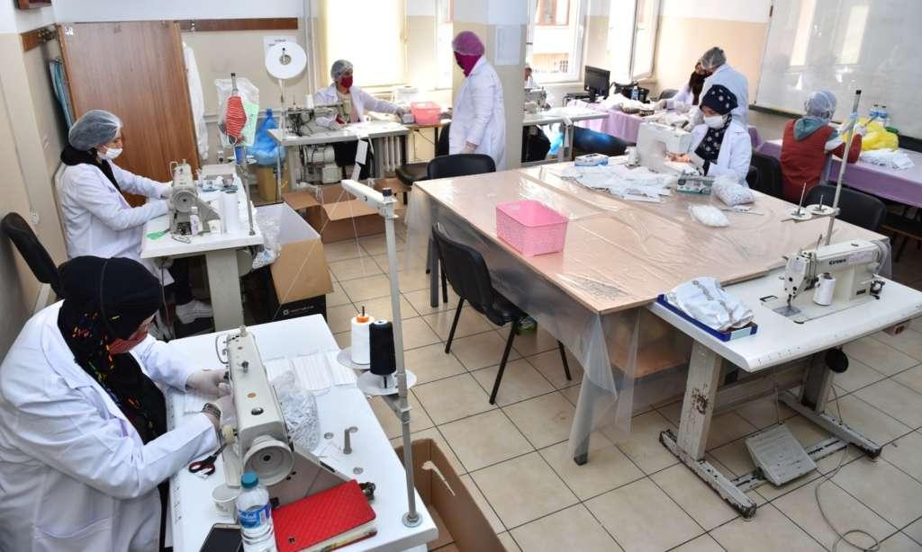 Trabzon Büyükşehir Belediyesi ürettiği maskeleri dağıtımına başlandı 5