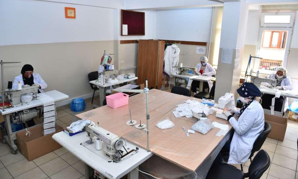 Trabzon Büyükşehir Belediyesi ürettiği maskeleri dağıtımına başlandı 3
