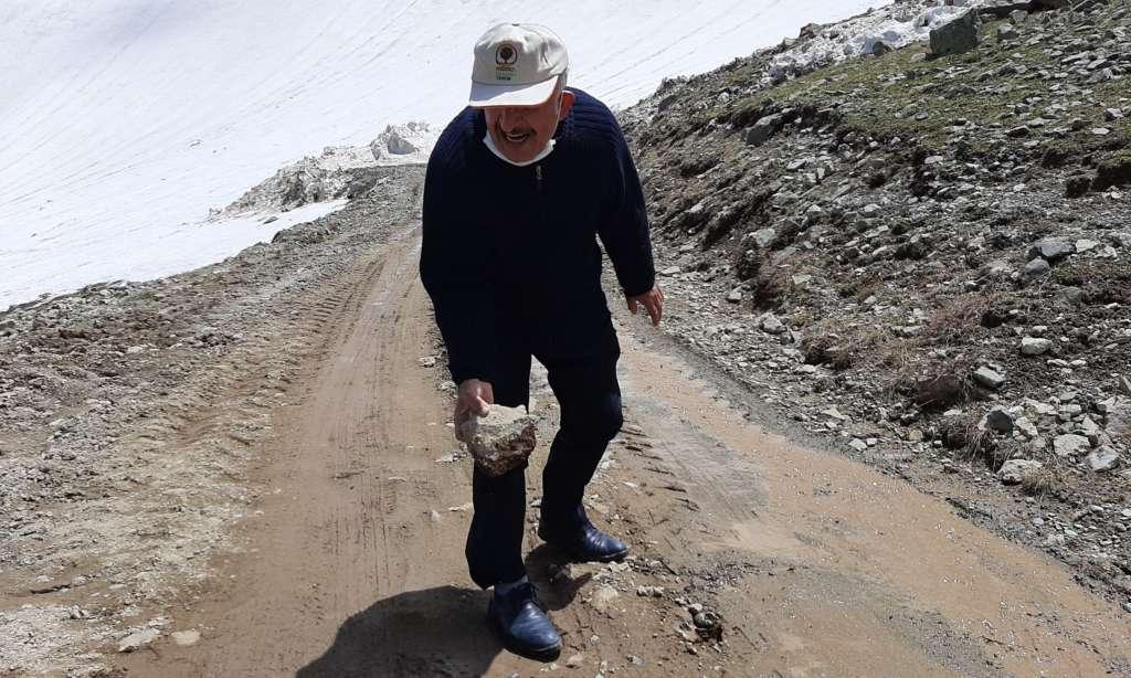 Çaykara Demirkapı bağlantılı Bayburt yolu kardan temizlendi. 3