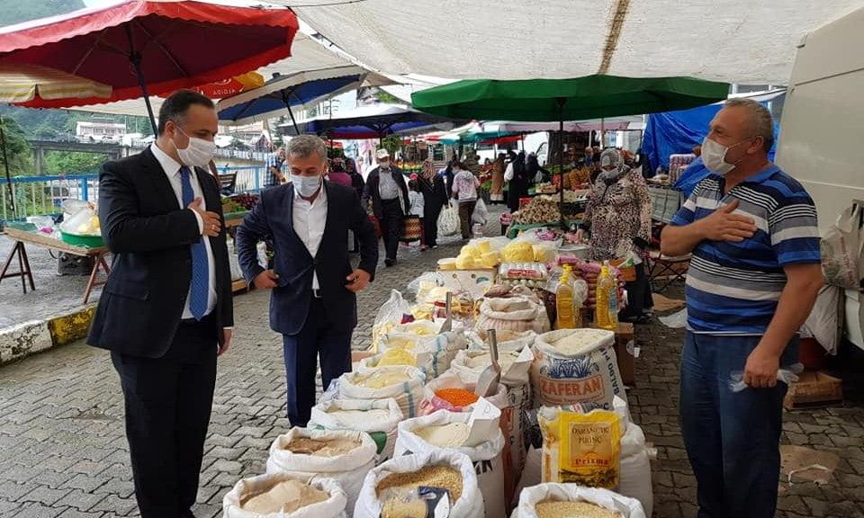 Çaykara Kaymakamı Çelikkol Belediye Başkanı Tok Pazar esnafını denetledi 1