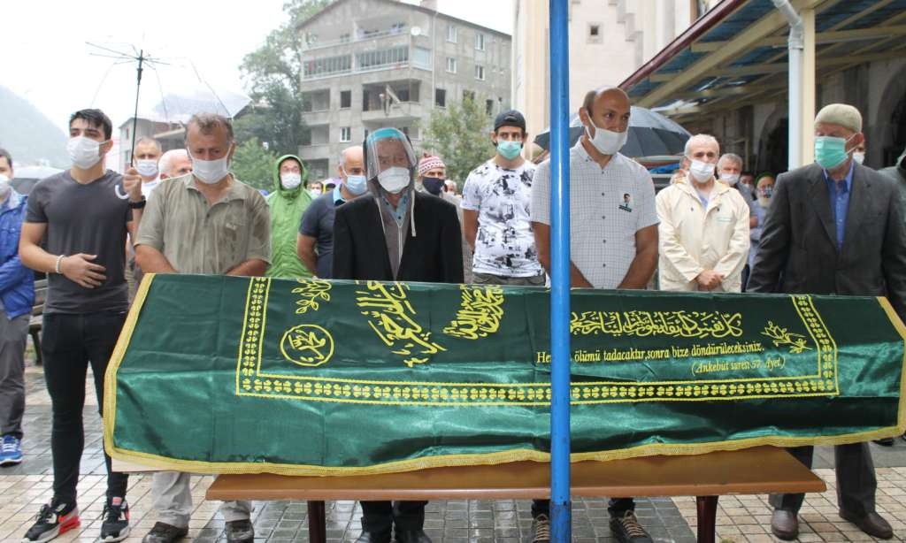 Çaykaralı Ünlü Prof Dr. Turan Erdoğan dualarla son yolculuğuna uğurlandı 15