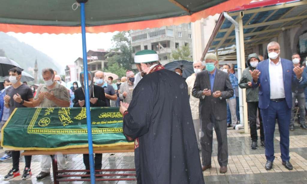 Çaykaralı Ünlü Prof Dr. Turan Erdoğan dualarla son yolculuğuna uğurlandı 6