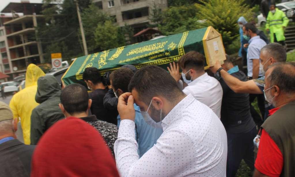 Çaykaralı Ünlü Prof Dr. Turan Erdoğan dualarla son yolculuğuna uğurlandı 8