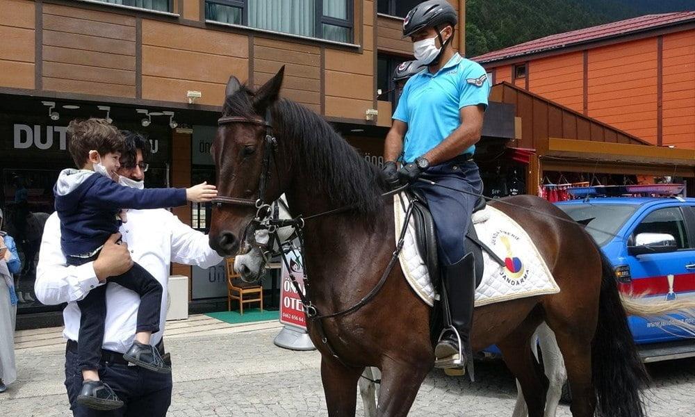 Uzungöl'de artık atlı jandarma görev yapacak 1