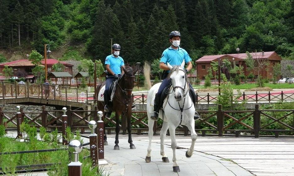 Uzungöl'de artık atlı jandarma görev yapacak 7