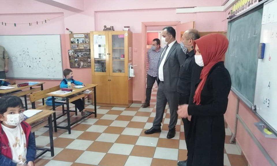 Çaykara Kaymakamı Çelikkol İlçenin tüm okullarını ziyaret ediyor. 1