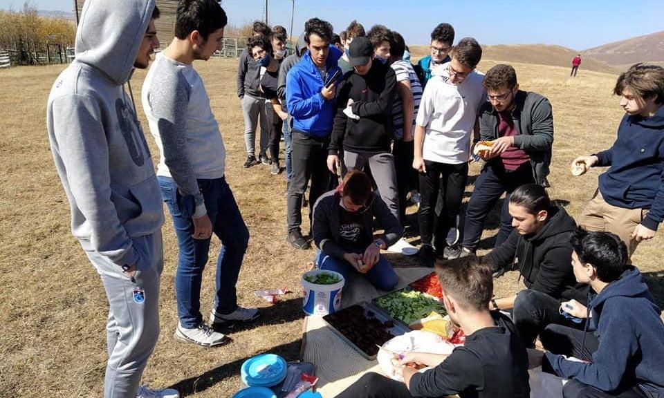 Çaykara'da yurtlarında kalan öğrencilere moral gezisi 4