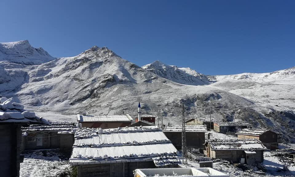 Çaykara'nın Yaylalarına yılın ilk karı yağdı 1