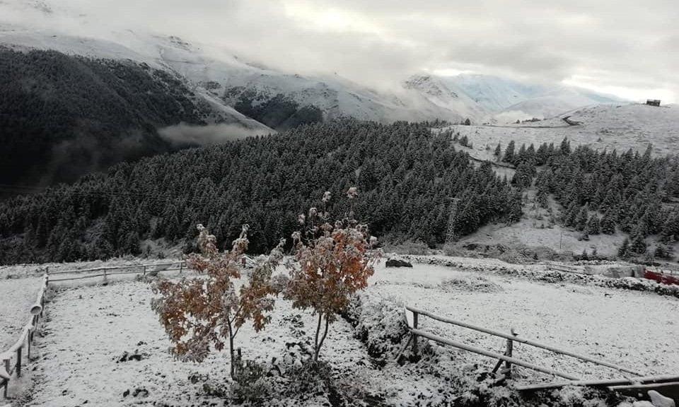 Çaykara'nın Yaylalarına yılın ilk karı yağdı 2
