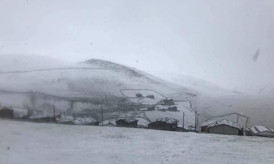 Çaykara'nın Yaylalarına yılın ilk karı yağdı 6