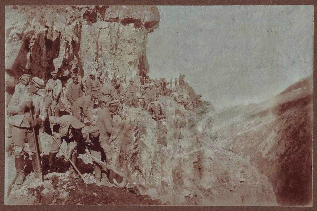 Derebaşı'nda 1916 tarihli yol çalışması fotoğrafı 1
