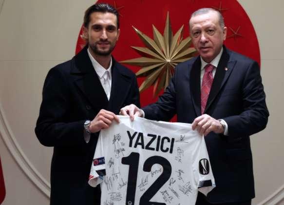 Çaykaralı Milli Futbolcu Yusuf Yazıcı Cumhurbaşkanı Erdoğan'a ziyaret 1