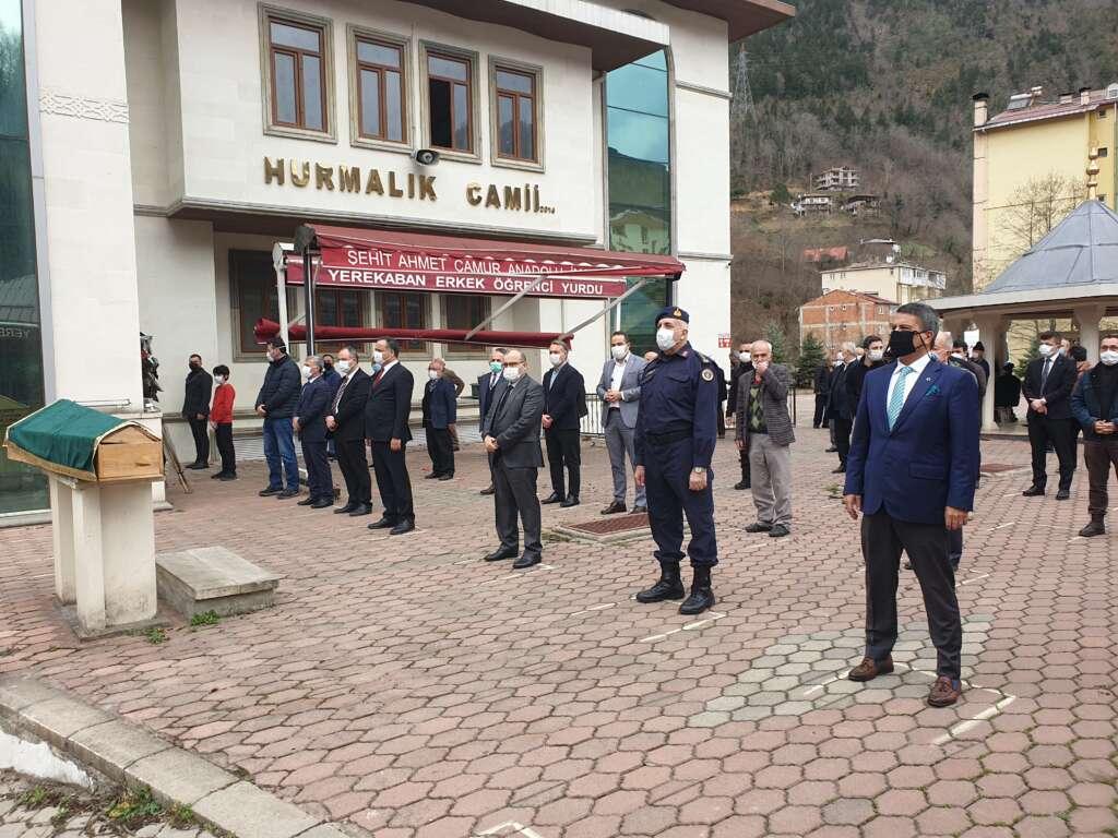 Emekli Öğretmen Mehmet Borazancı toprağa verildi 3