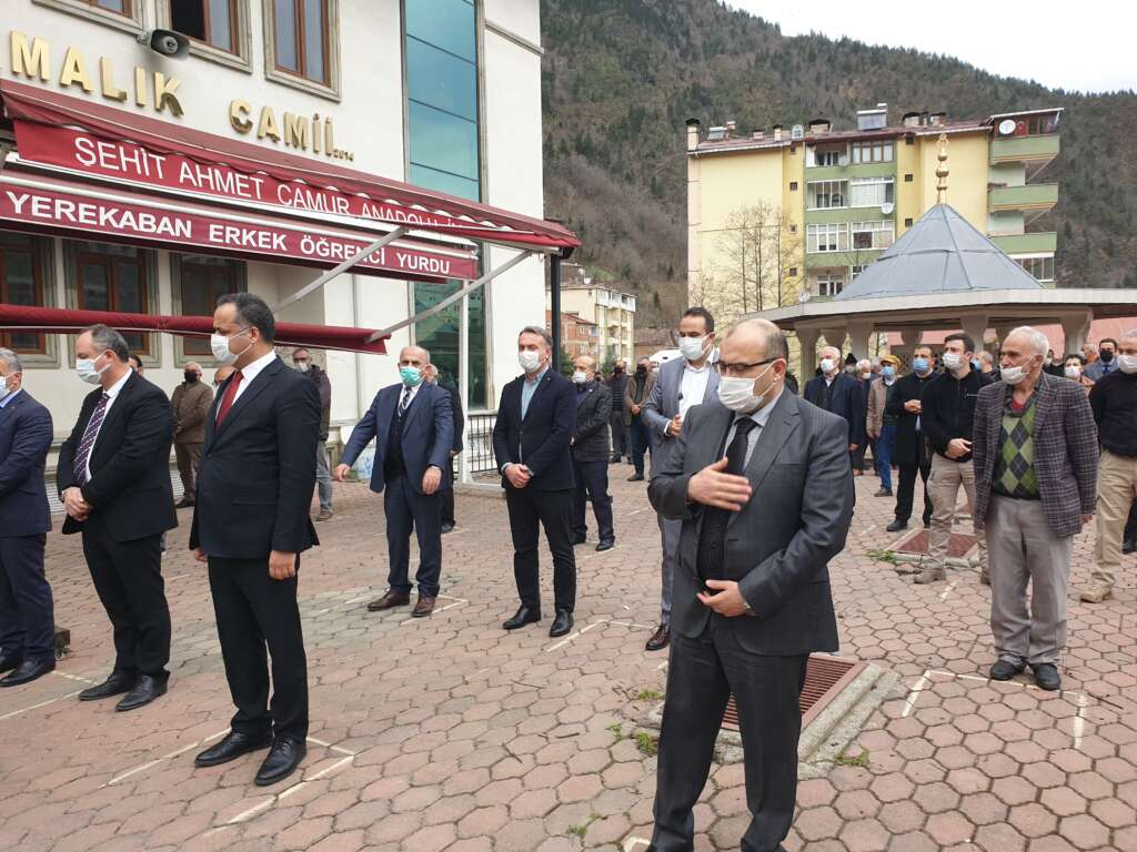 Emekli Öğretmen Mehmet Borazancı toprağa verildi 4