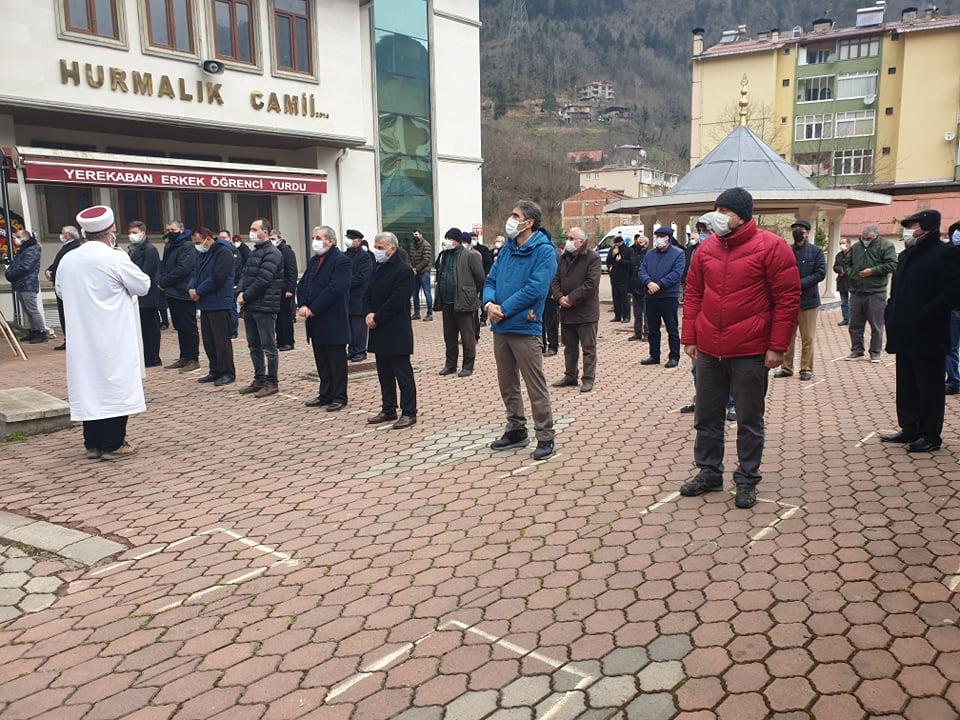 Trabzonspor kulübü eski başkan yardımcısı Öksüzoğlu toprağa verildi 8