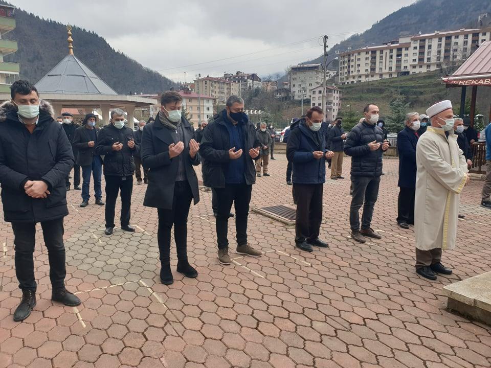 Trabzonspor kulübü eski başkan yardımcısı Öksüzoğlu toprağa verildi 9