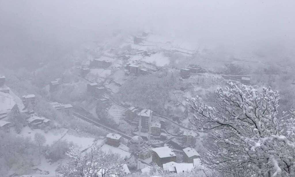 Uzungöl'e mart karı yağdı 8