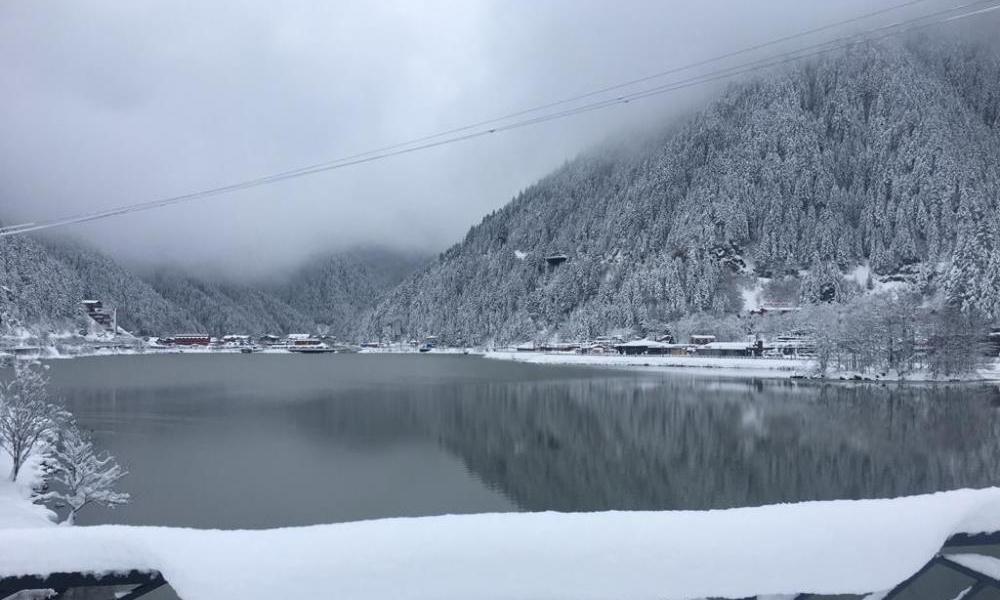Uzungöl'e mart karı yağdı