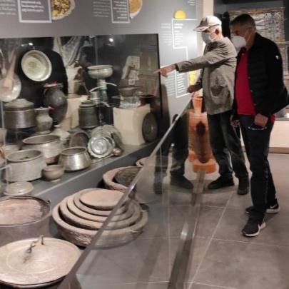 Şenol Güneş, Uzungöl Müzesi'ni gezdi 9