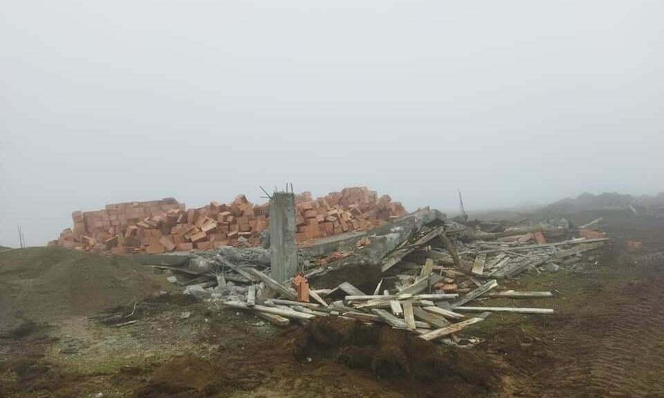 Yurt Yaylasında 5 kaçak yapı yıkıldı
