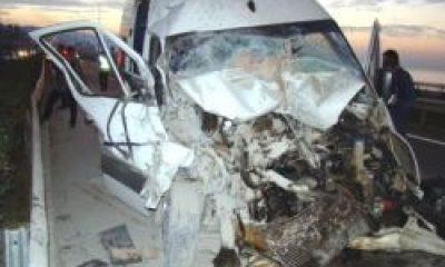 Çaykaralı Minibüs Of'ta Kaza yaptı
