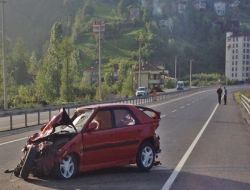 İlçe Milli Eğitim Çalışanı ve Dört Öğrenci Kazada Yaralandı