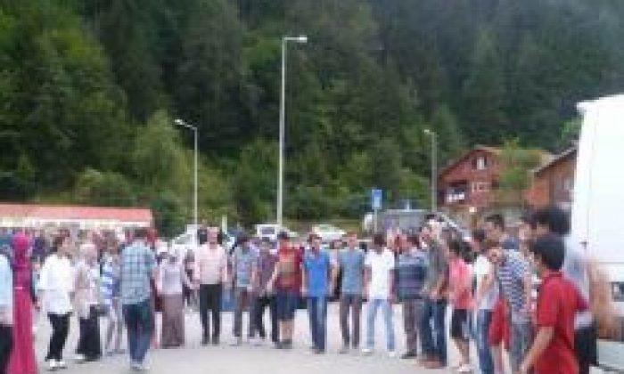 Öğrencilerden Halk Oyunları Gösterisi
