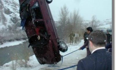 Yukarıkumlu'da Otomobil Yuvarlandı
